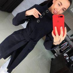 Coat negru cu guler înalt