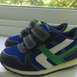 Sneakers for children 25 size in excellent.