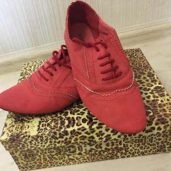 Кросівки з замші