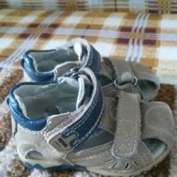 Selling orthopedic sandals in good condition