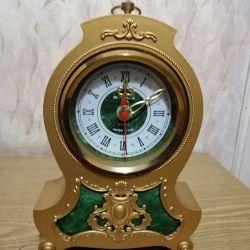Годинники Янтар настільні, кварцові, СРСР