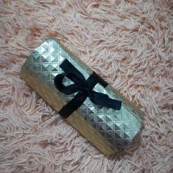 To store jewelry _ cosmetics