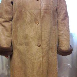 Φυσικό παλτό από δέρμα προβάτου. Μέγεθος 52.