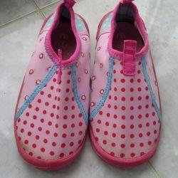 Pool sneakers