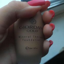 Noua bază de bază cu minerale Giordani aur