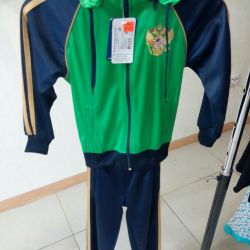 R-28 Costum sportiv nou.
