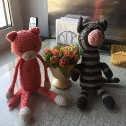 Seals knitted
