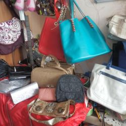 Women's handbags 15 pcs price different