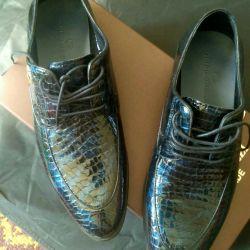 Новые крутые стильные кожаные ботинки