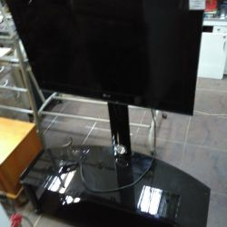 LG 32LK455 TV with glass stand