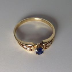 Gold sapphire ring and diamonds