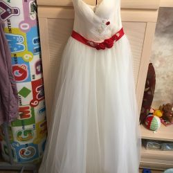 Wedding dress with a red belt. For pregnant