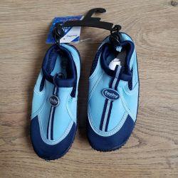 Papuci pentru înot. nou
