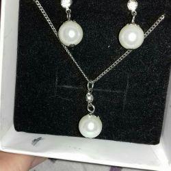 Beautiful set of pearl pendant earrings