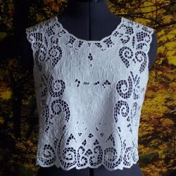 Top with embroidery Richelieu