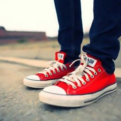 Red sneakers (low)