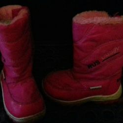 Boots for a girl 26 size