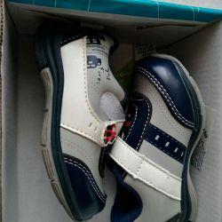 Yeni gibi ayakkabılar