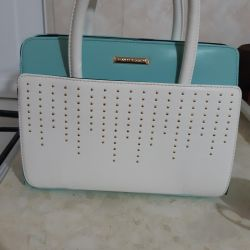 I sell a handbag, very kind and beautiful.