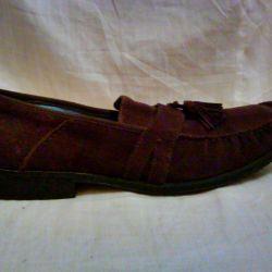 Moccasin süet ayakkabılar.