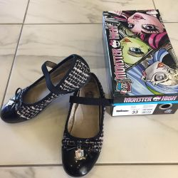 Monster high shoes, p.33