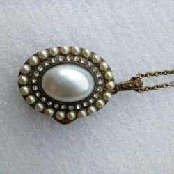 Pendant necklace vintage medallion