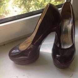 Varnish shoes