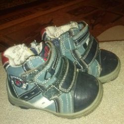 Boots. In good condition. P-p 21
