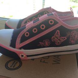 Νέα αθλητικά παπούτσια 27 rr
