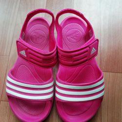 Нові сандалі adidas