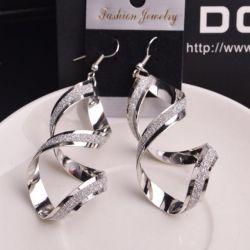 Twisted σκουλαρίκια