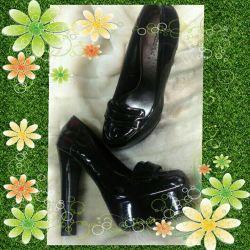 Πουλάω παπούτσια βερνικιού