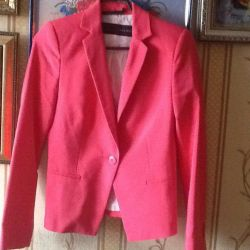 Красивый насыщенно розовый пиджак
