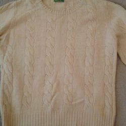 Sweater, firm Benetton (original). Quality is excellent.
