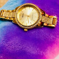 Women's wrist watch new colors of yellow gold