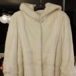 Fur coat mink white with a hood new 42-44