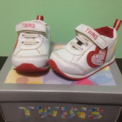 Sneakers for girls, size 18