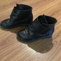 Boots (exchange is possible)