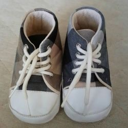Used shoes booties for kids