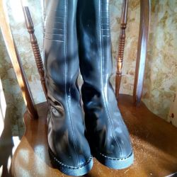 νέες γυναικείες μπότες των γυναικών.