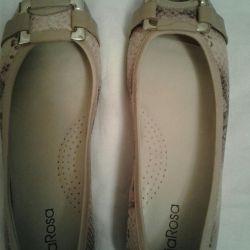 Açık bir burun ile ayakkabı deri yeni.
