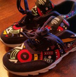 Νέα φωτεινά πάνινα παπούτσια