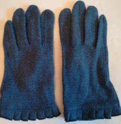 Τα γάντια είναι μπλε-μπλε, 80% μαλλί.