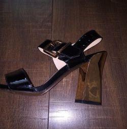 Sandale pentru femei.