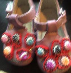 Sandale pentru o fată