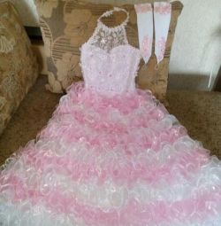 Εορταστικό φόρεμα και στέμμα