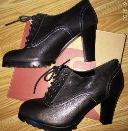 Μπότες. Μπότες από αστράγαλο (δέρμα)