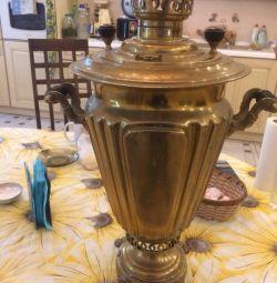 Samovar on wood a glass of shamarin