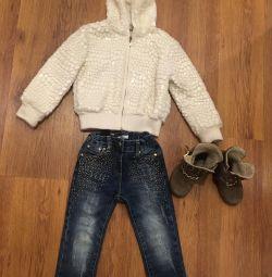 Sweatshirt, jeans