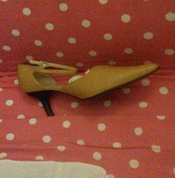 Νέα παπούτσια από δέρμα